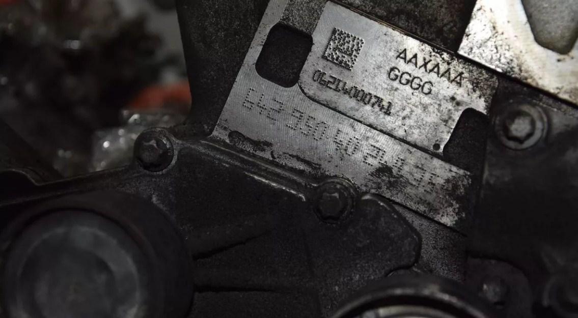 Нахождение номера на двигателе автомрбиля Mercedes Sprinter